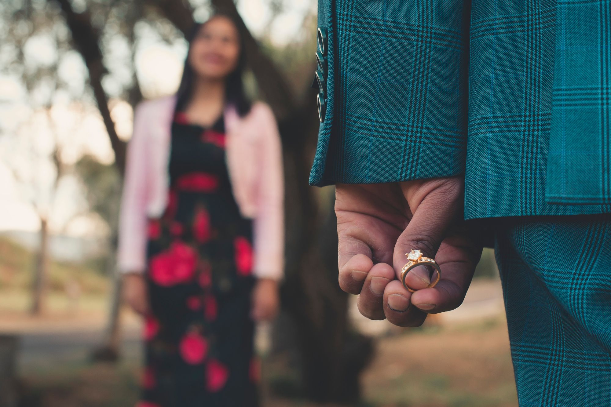 How to plan a romantic proposal that's close to home